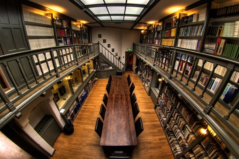 The University of Solar System Studies - Page 29 The-Astronomy-Library-of-the-University-of-Utrecht-The-Netherlands