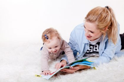 """Reading With Toddlers Points to 'Less Harsh Parenting"""" According to New Study"""